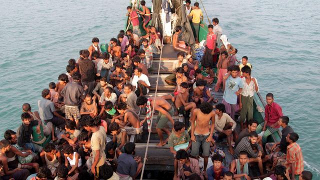 Migrantenschip Myanmar naar Bangladesh
