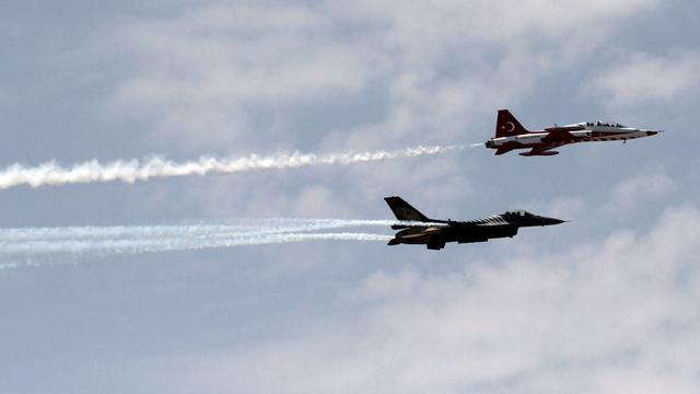 Vervanging ontslagen piloten luchtmacht Turkije verloopt moeizaam
