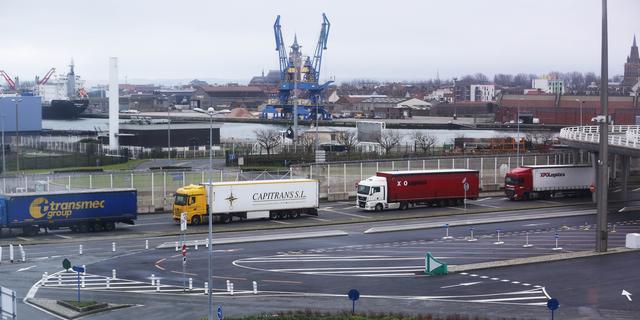 Britse overheid voorspelt rij van 7.000 vrachtwagens bij grens na no deal