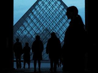 Mensen staan uren in de rij om tentoonstelling te kunnen zien