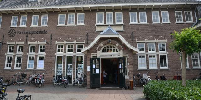 Parkvilla Alphen verandert gevelnaam op voormalig schoolgebouw