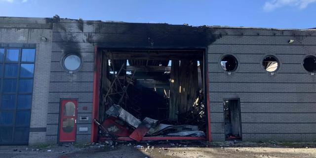 Grote brand op Waarderpolder, opslagplaats voor batterijen verwoest