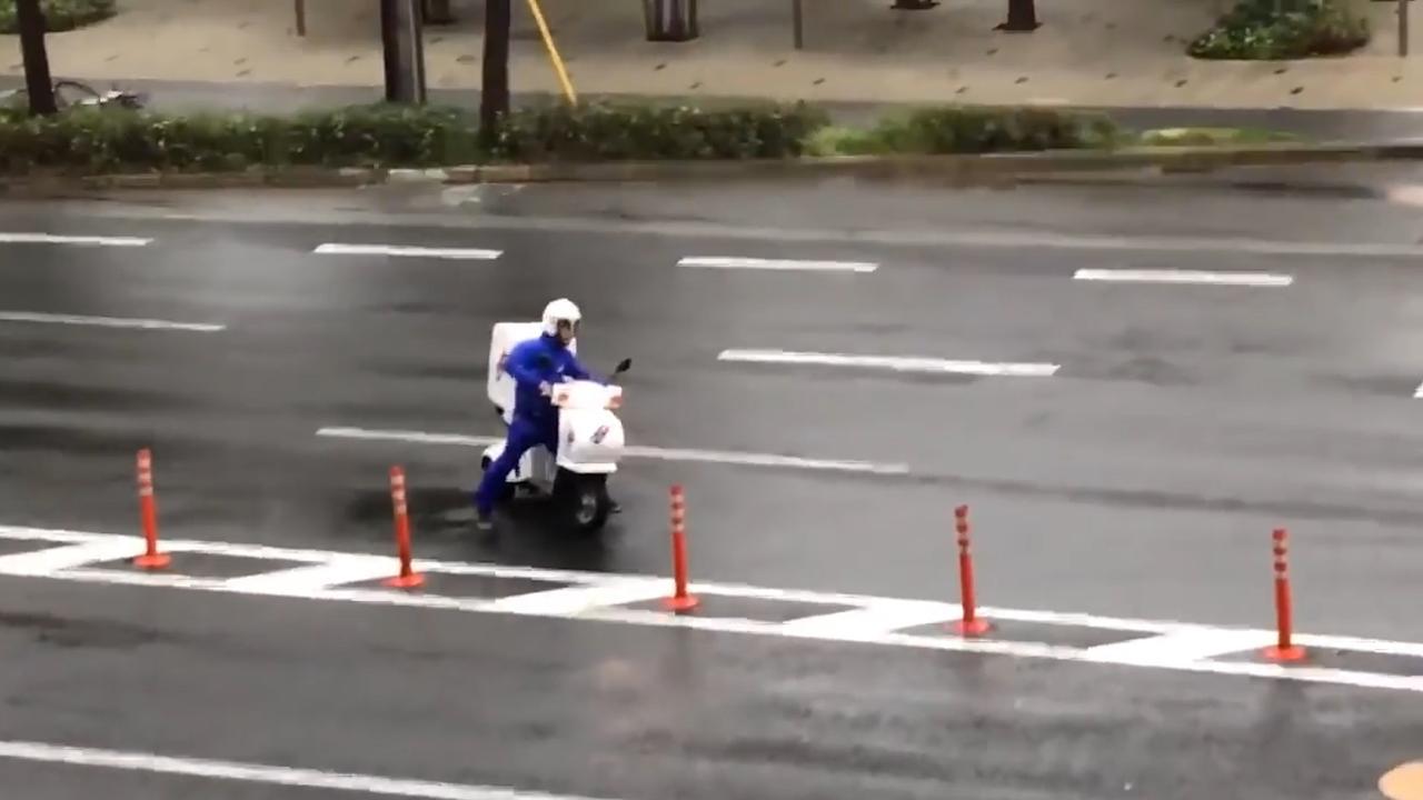 Japanse pizzabezorger trotseert tyfoon Jebi