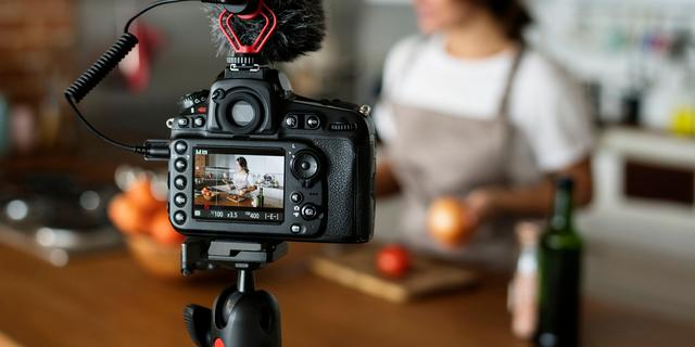 'Vloggers overtreden massaal de reclameregels met sluikreclame'