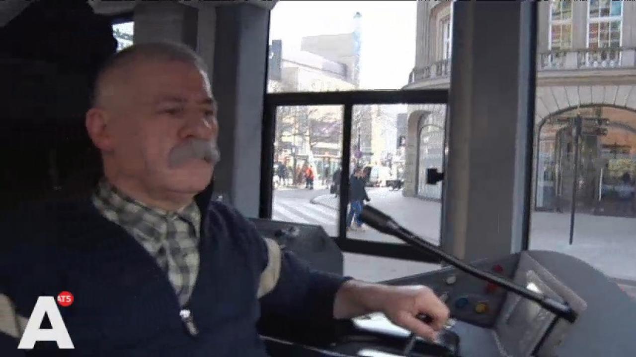 Amsterdammer van het Jaar mag dagje tram besturen