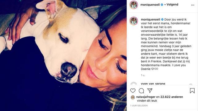 Hazes' ex Monique Westenberg en moeder van zijn zoon Dré junior staat stil bij het moederen over hond Doenie. (Foto: Instagram/Monique Westenberg)