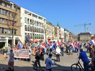 Tientallen personen aanwezig, ook demonstratie tegenstander Pegida