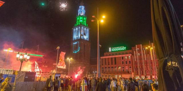 Supporters FC Groningen vieren vijftigjarig jubileum in binnenstad