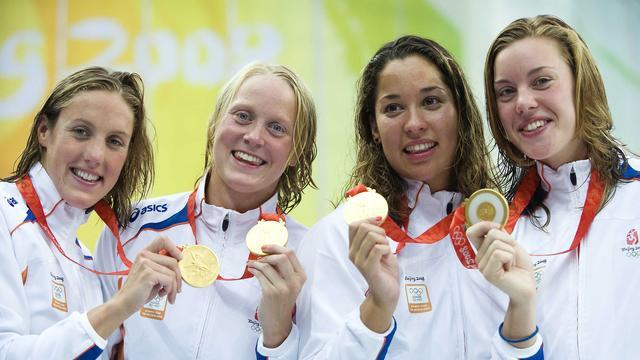 Femke Heemskerk (uiterst rechts) met de gouden estafetteploeg in 2008.