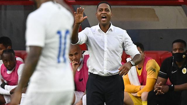 Patrick Kluivert zat opnieuw als trainer op de bank bij Curaçao.