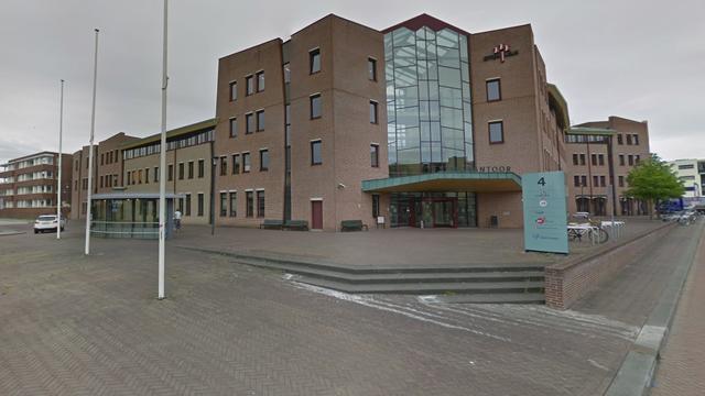 Gedenksteen wethouder Vermeulen teruggeplaatst op Van Bergenplein