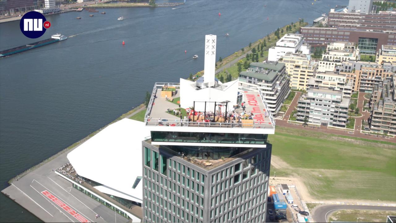 Hoogste schommel van Europa opent op de Amsterdamtoren