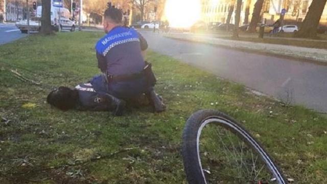 Man doet behoefte op straat en beledigt handhavers na ontvangen boete