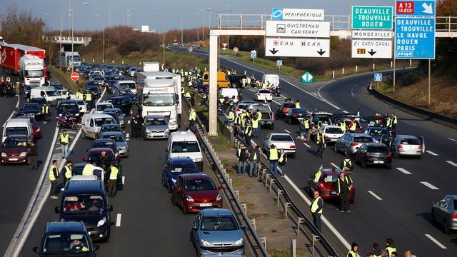 Franse premier: 'Regering buigt niet voor brandstofprotest'