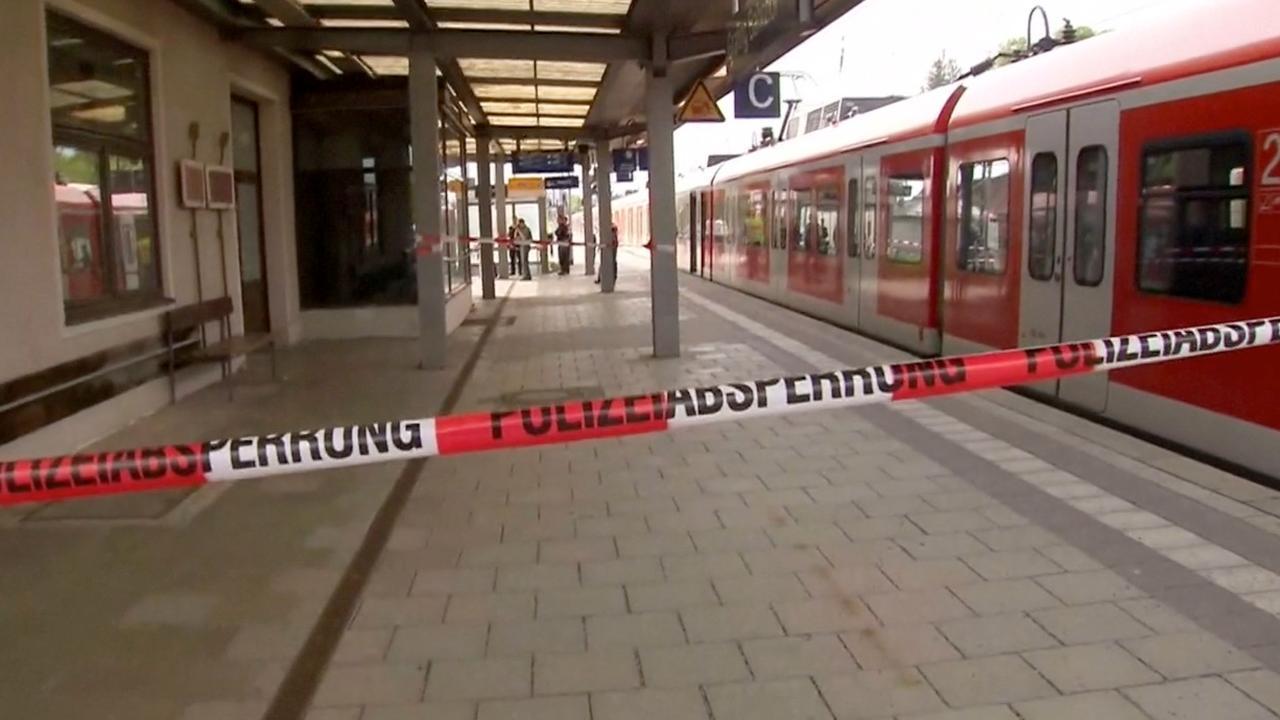 Man steekt mensen neer op station bij München