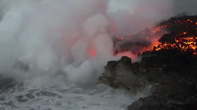 Lava en zeewater in Hawaï zorgen voor chemische reactie