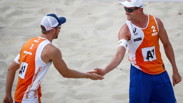 Brouwer/Meeuwsen zonder te spelen zeker van kwartfinale EK beach