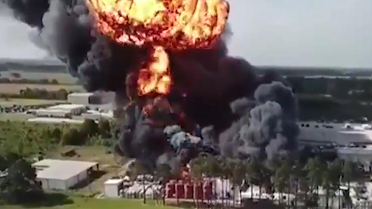 Grote explosie tijdens brand in chemische fabriek VS