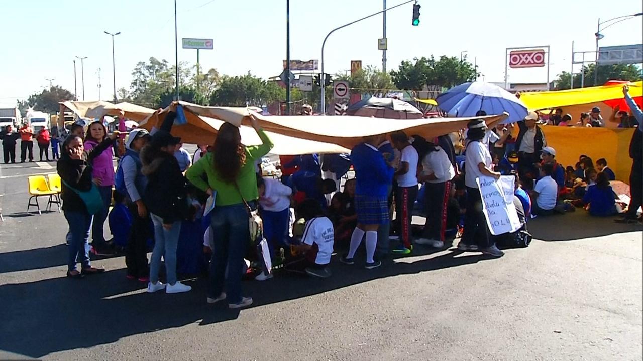 Mexicaanse kinderen krijgen uit protest les op straat