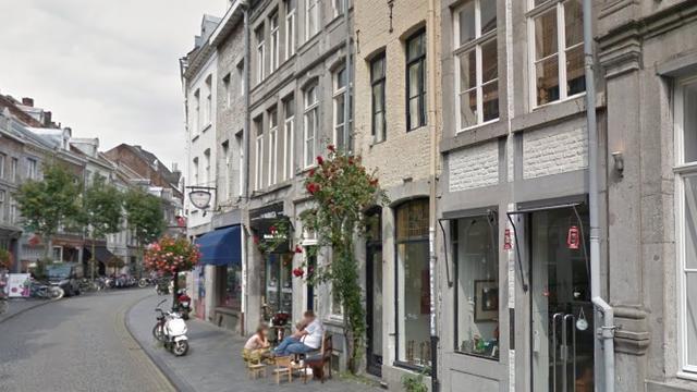 Geen boete voor Maastrichtenaar die op stoep voor eigen winkel zat