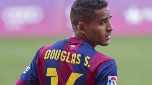 Barcelona acht weken zonder verdediger Douglas