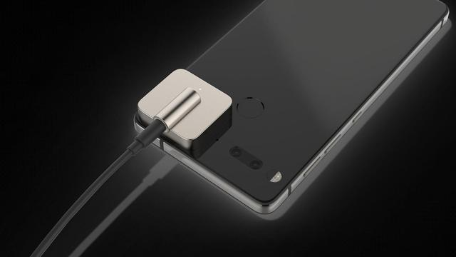 Dongel van 150 dollar zet koptelefoonaansluiting terug op Essential Phone