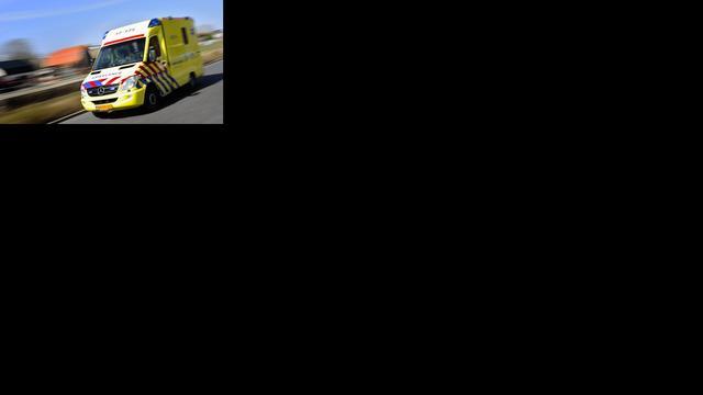 Fietser raakt gewond bij aanrijding rotonde op kruising Haagse Schouwweg