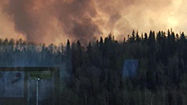 Canada plant meer evacuaties terwijl bosbrand door woedt