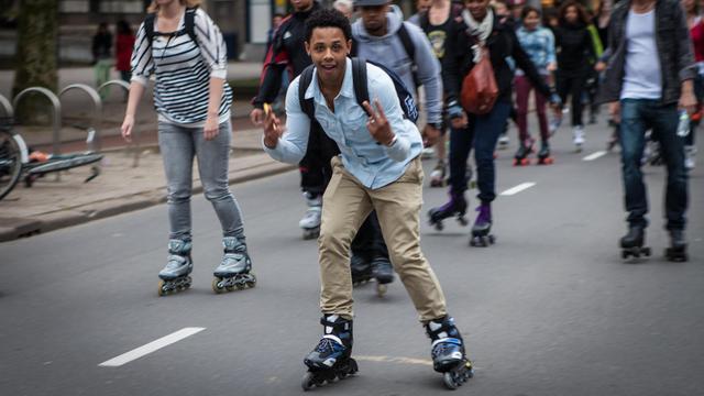 Wethouder Du Chatinier opent inline skateseizoen in Alphen