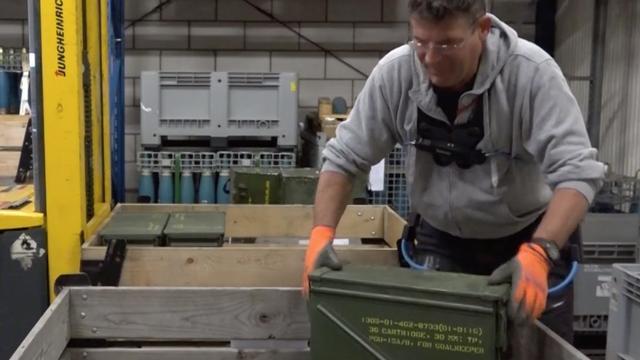 Exoskelet ontlast magazijnmedewerkers marine