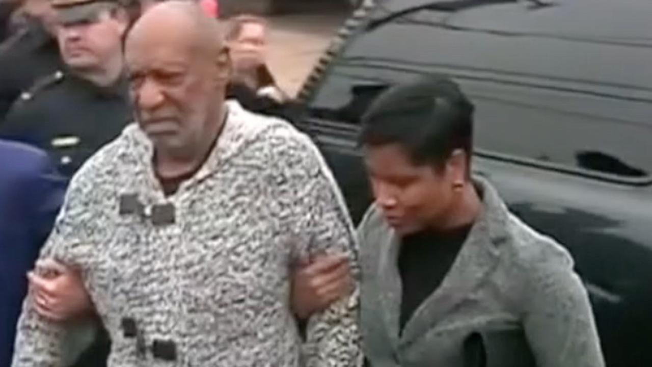 Bill Cosby arriveert bij de rechtbank