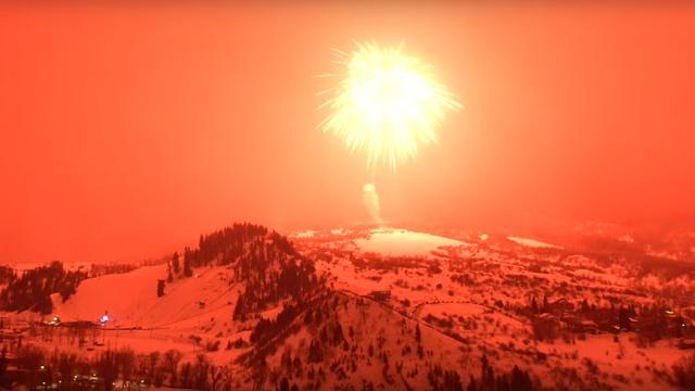 Vuurwerkbom van 1.270 kilo in VS kleurt lucht rood en breekt wereldrecord