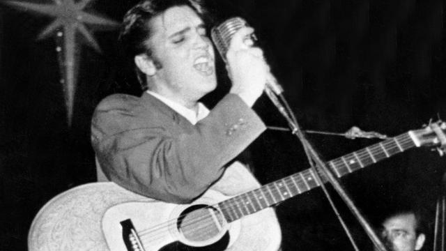 Zeldzame gitaar Elvis Presley geveild voor recordbedrag van 1,3 miljoen dollar