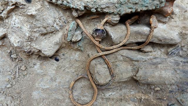 3.500 jaar oude juwelen gevonden in Grieks graf