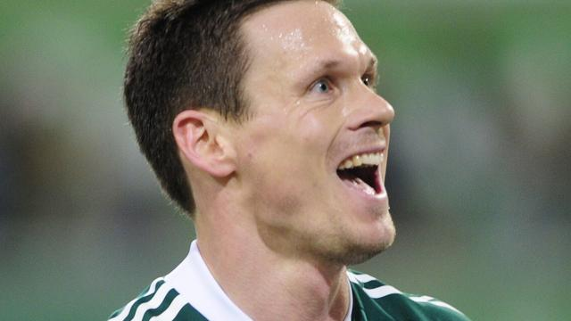 Schalke 04 legt ervaren back Riether vast