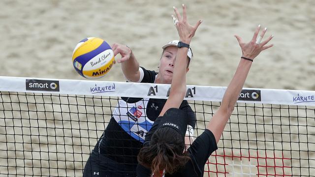 Meppelink/Van Iersel naar achtste finales EK beachvolleybal