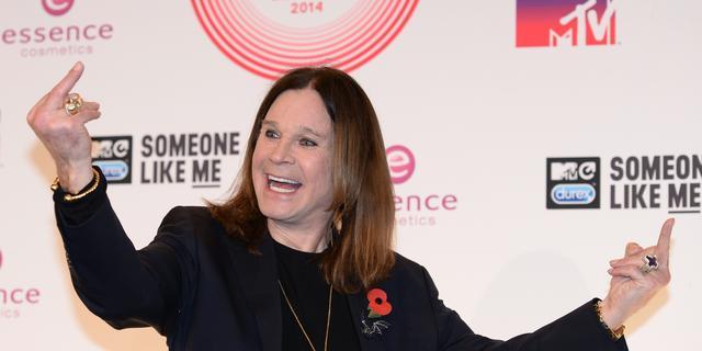 Ozzy Osbourne weer het podium op na bijholteontsteking