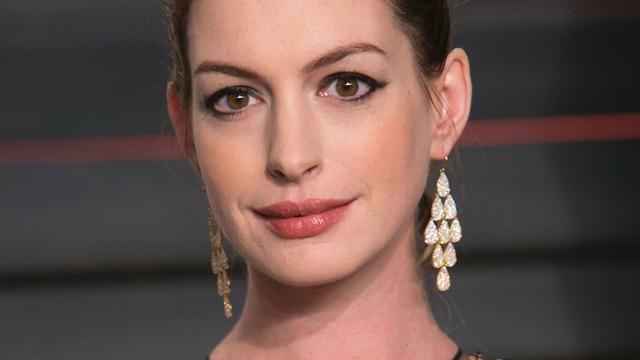 Anne Hathaway en Tina Fey in cast Amazon-serie Modern Love