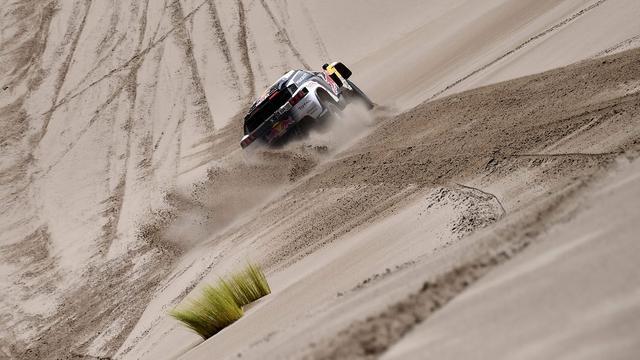 Spanjaard Sainz moet Dakar Rally verlaten na crash in ravijn