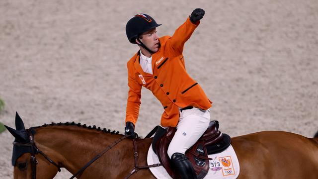 Maikel van der Vleuten juicht na het veroveren van het brons.