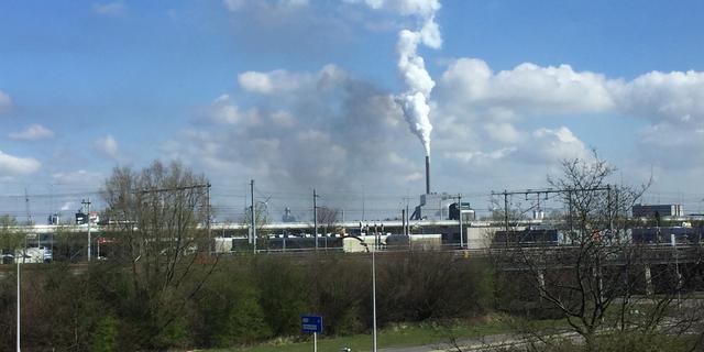 Rookwolk na brand bij recyclingbedrijf Westpoort