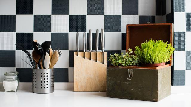 De keukenkastjes praktisch indelen: 'Het is een werkplek, geen opslag'