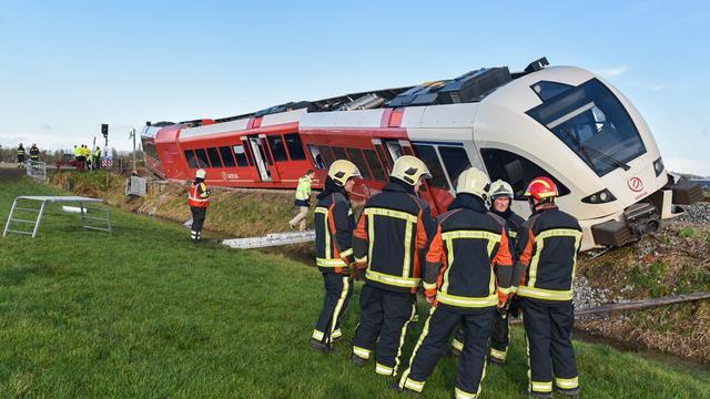 Elf passagiers naar ziekenhuis na ontsporen trein bij Winsum