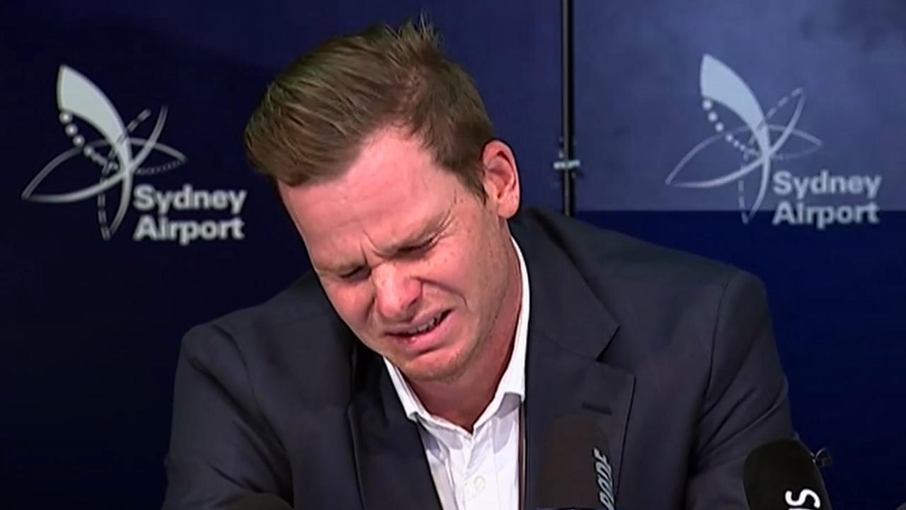 Australische cricketspeler barst in tranen uit op persconferentie