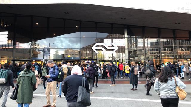 Station Rotterdam Centraal tijdelijk ontruimd na onterechte brandmelding