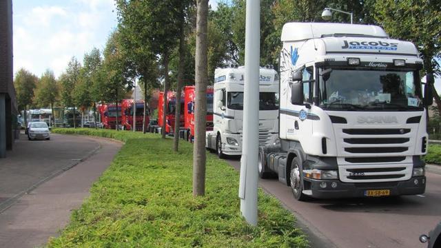 Gehandicapten maken uitstapje met de truck