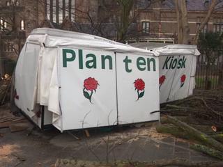 Bloemenverkoper na drie maanden weer aan het werk