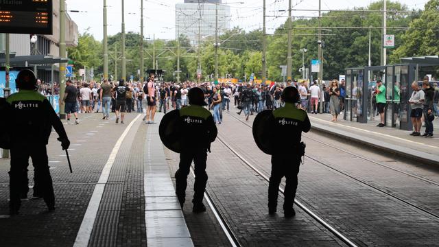 Aantal arrestaties na rellen bij demonstratie Den Haag loopt op tot 437