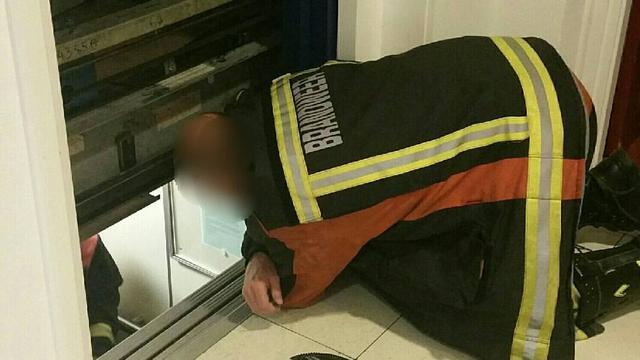 Vermiste vrouwen ruim zes uur vast in lift