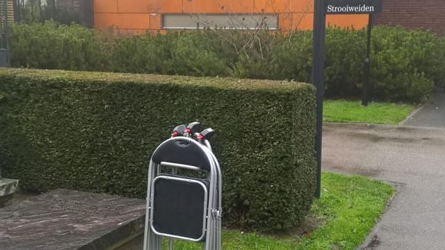 Gemeente plaatst 'leenstoelen' bij Oosterbegraafplaats